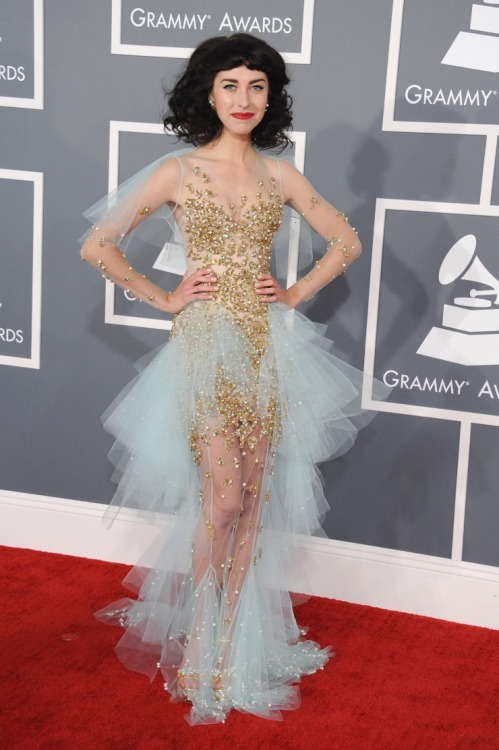 padfootmooneyprongs:  Kimbra at the 2013 Grammy Awards Red Carpet