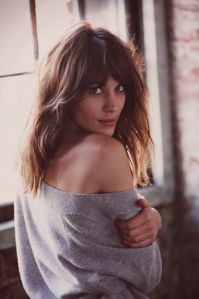 Alexa Chung nails the whimsical-weekend-cool look.