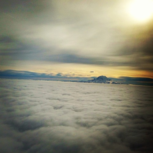 rukes:  Another view above #seattle on Sunday. 🌄