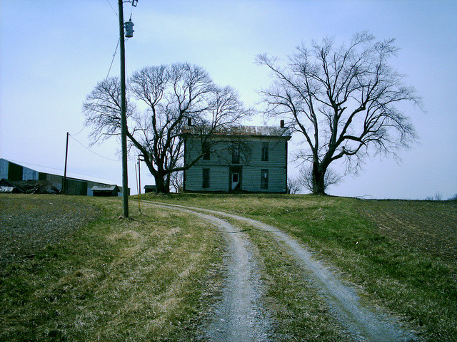 Somerville, OH (Butler County) by thesoohghosttownexco.com on Flickr.Via Flickr: An abandoned farmhouse on Rt. 177, just south of Earhart Rd.