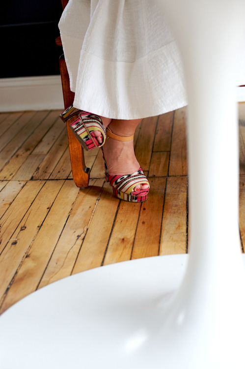 Sara of Deux Lux and her stylish shoes… | www.matchbookmag.com