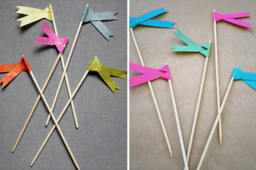 DIY: Paper Flags a quick little craft to spice up your parties:) (X)