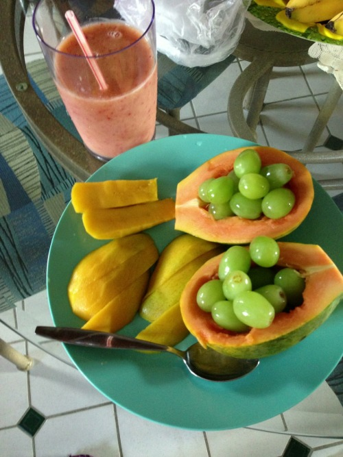 eatyourveggiesandfruits:  Breakfast :)