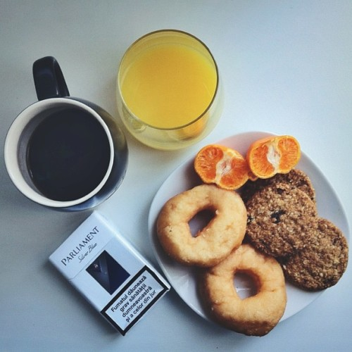 Morning.  Stateless - Bloodstream #localsmd #coffee #breakfast #donuts #musli (at Mike's Place)