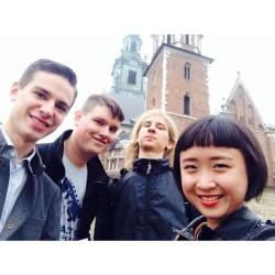 We're in Kraków having fun!👯👯👯  #fun #travel #friends #kraków #poland #polska #taiwanese #polski #wawel #rynek #castle (在 Wawel Castle,Krakow, Poland)