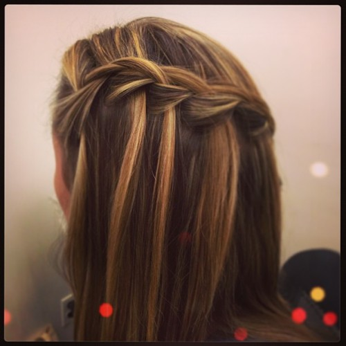 Giving the STT girls a quick waterfall braid tutorial! #waterfallbraid #braid #tgif (at Send the Trend HQ)
