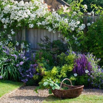 pictureperfectforyou:  (via English country garden | housetohome.co.uk)