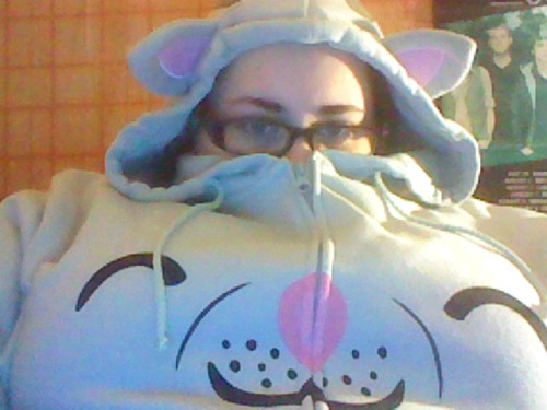 Its really cold in my room and I don't think I've shown you guys my Soft Kitty sweatshirt! So you get a picture of me!