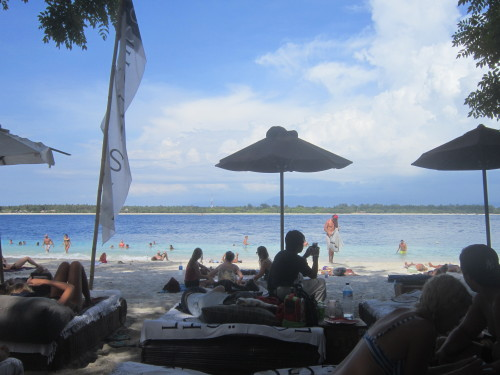Egoiste Beach this is one of the most popular spots on Gili Trawangan. You can chill on those futons look a like bed while enjoying a drink or just join the crowd free styling it on the beach (mainly australians, pretty young and fit!!)  this is an alternative to the hotel beach, they play nice chilled out music and drinks are normal price. I liked the coconut milkshake for a change. Of course Bintang is served here! Enjoy the view of the smaller Gili island right in front of you!