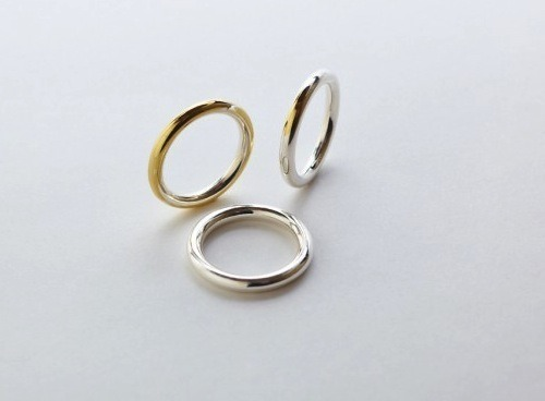Married Man Pawns Wedding Ring for Worst Reason Ever: http://bit.ly/YJocXU