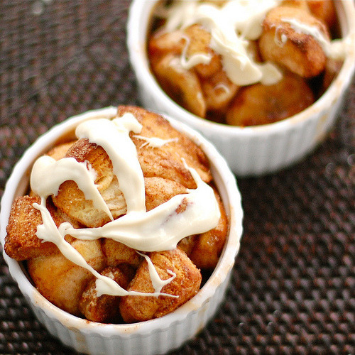 prettygirlfood:  Banana Monkey Bread  INGREDIENTS Pillsbury Grands Biscuits (4) Bananas (2-3) (Ghirardelli) white chocolate chips Cinnamon and sugar    INSTRUCTIONS Cut biscuits into 1-inch cubes. Slice bananas. Combine biscuits and bananas and coat with cinnamon and sugar. Arrange in greased ramekins and bake at 350 for 20 minutes. Melt white chocolate; spoon over tops.
