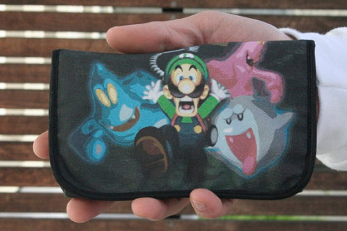 doctormoo:  Cute Luigi's Mansion 3DS case!  Find more awesome cases here!