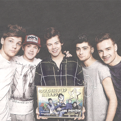 One Direction with the Golden Flip Award