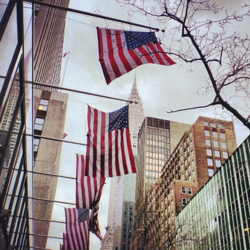 Star-Spangled Banner. #usa #flag #giwnyc #giwusa #nyc #newyork #chryslerbuilding  (at Lexington Avenue)