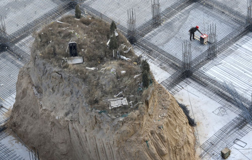 "olio-ataxia:  China's ""Nail Grave"" Relocated"