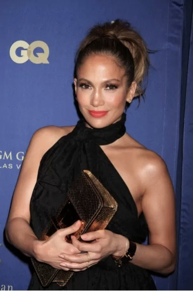 Jennifer Lopez is on her way back to American Idol!!! However, it's to perform on the season finale. NOT as a judge. But, we don't exactly know which night JLo will perform since the finale takes place across two nights…