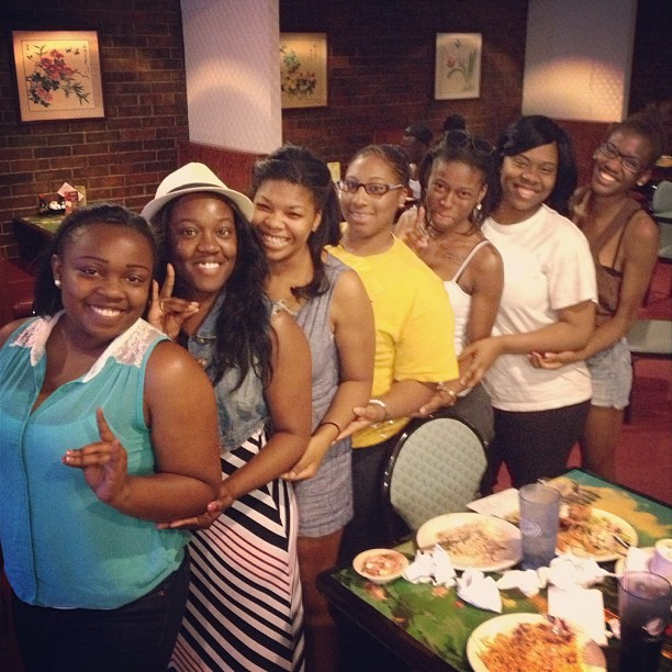 Missing a few but I love my sisters. 💙