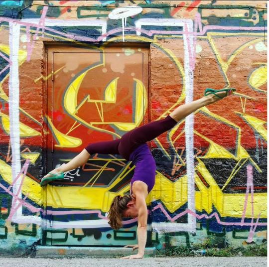 @spritesoren Soren Chapmanhttps://www.instagram.com/spritesoren/?hl=en #Soren Chapman #@spritesoren #gym#sport#yoga#women#orange#urban#street art#graffiti#yellow#colors#pattern