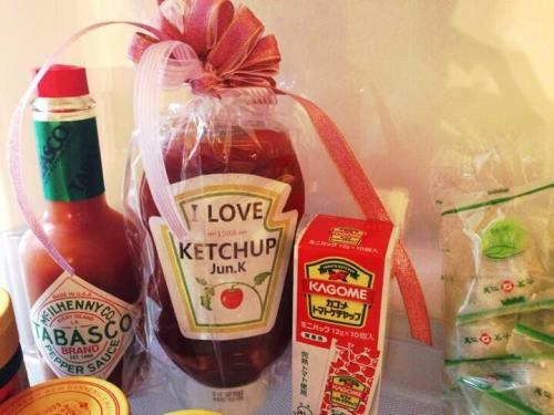 @Jun2daKAY Kekekeke I LOVE KETCHUP inside my fridge pic.twitter.com/QHOx2wwMwGTranslated by JunkayStreet