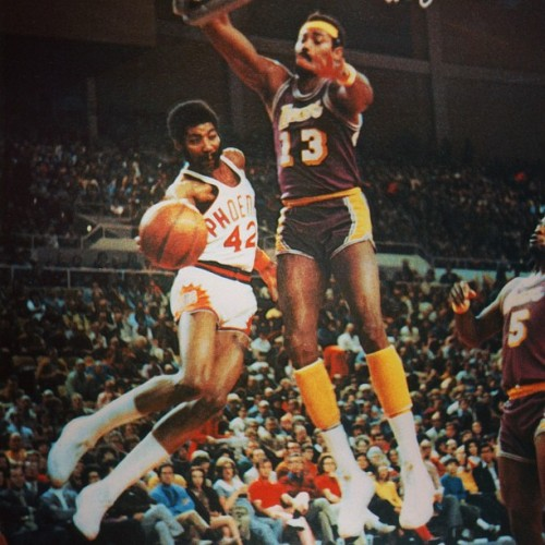 instanba:  Instagram of the Day: #Suns Legend #ConnieHawkins blows by #WiltChamberlain! #TheHawk #42 #beatLA :: http://bit.ly/10Q3BmT
