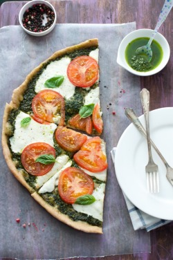 neekaisweird:  Caprese Salad Pizza  Pesto, yum! Happy Homemade Pizza Week!