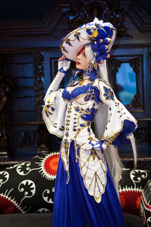 zeemenace:  r3drav3n:  Trinity Blood. Astharoshe Asran by *MarionetteTheatre THAT COSPLAY. Holy shit.  there is no such thing as a bad trinity blood cosplay.