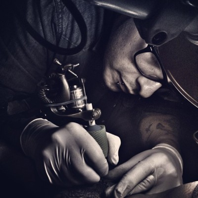 elilusi0nista:  Tattooing :) #tatts #tattooing #tattoo #ink tattooroom #tattooartist