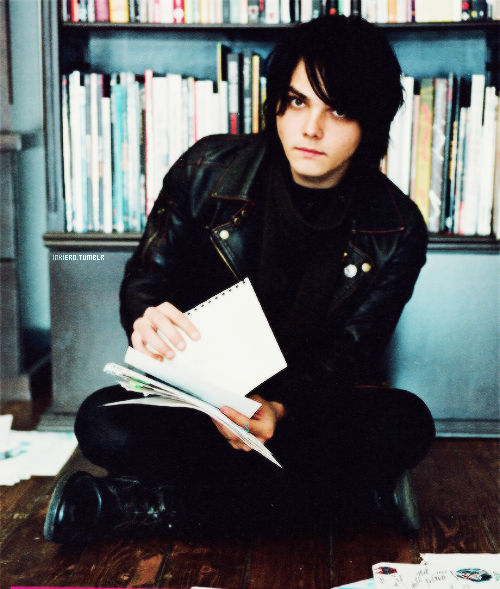 inkiero:  [6/30] pictures of Gerard Way