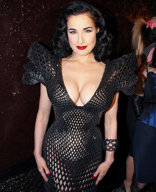fuckyeahalternativefashion:  Dita Von Teese in the First ever 3D dress xxxo  Love me some Dita