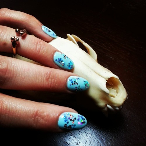 #YODO #TGIF @bijules bone ring, @illamasqua varnish in Nudge.