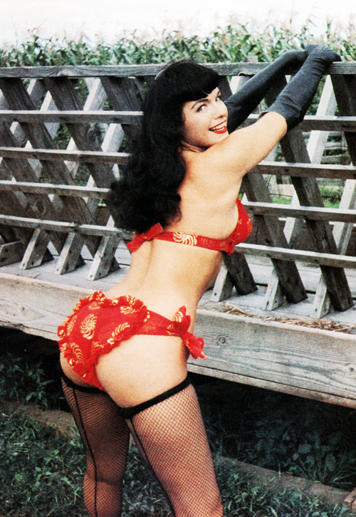 Bettie Page photographed by Art Amsie c. 1950s