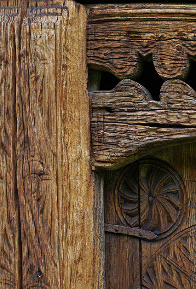 marjoleinhoekendijk:  wildforestelf:  Door detail by randihausken on Flickr.  ☽☉☾ Pagan, Viking, Nature and Tolkien things ☽☉☾
