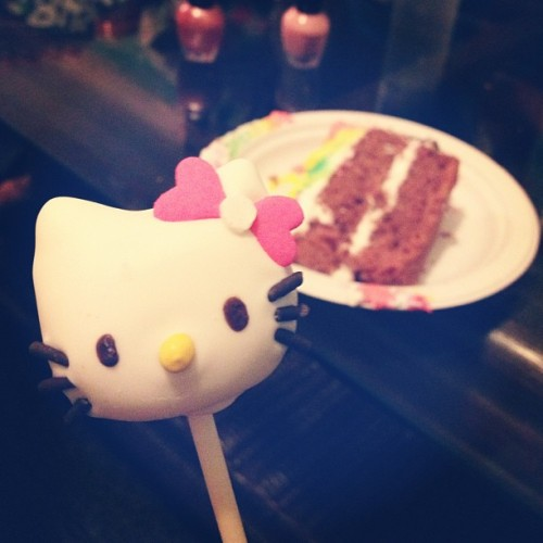 I'm not normally a fan of Hello Kitty, but precious little Janine gave me this at her birthday party. 💕
