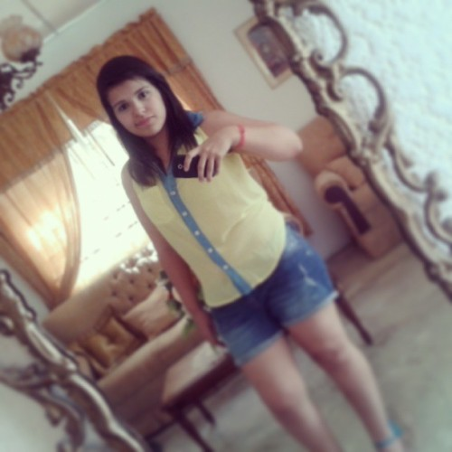 #me #mirror #blue #short #yellow #instapic #instacool #chilin #instame