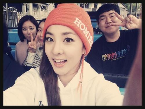 "DARA SOOOOO PREEEETYYY!!DARA TWITTER UPDATE:""Jaws~ It's scary!!! Having fun with staff^^"""