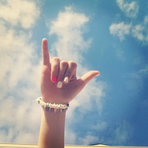 swaggieeteen:  Summer needs to hurry the heck up.. #sky #blue #pretty #hangloose #summerhurry #nailswag #nails #bracelets #summerswag #swaggy #cute #beautiful #surfsup #surf