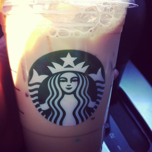 Iced coffee with cream, sugar, and caramel. #starbucks #yummy ☕💚  (at Starbucks)