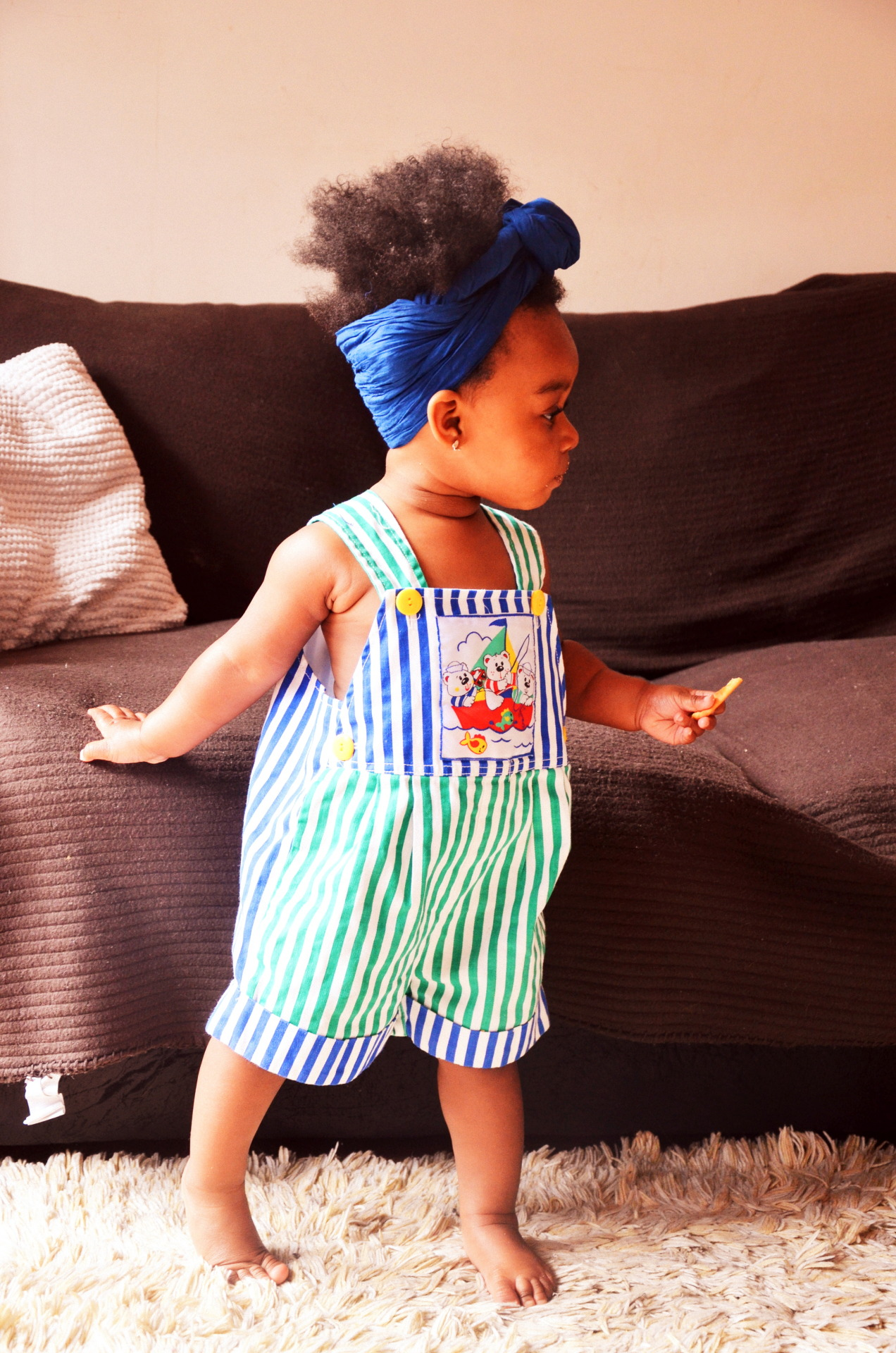 youngblackandvegan:  turtandmamalivingfree:  Turt fashion.  look at her lil head wrap and chubby lil toesssssss
