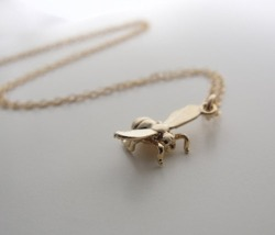foxontherun:  (via Gold Honey Bee Necklace Uncovet)