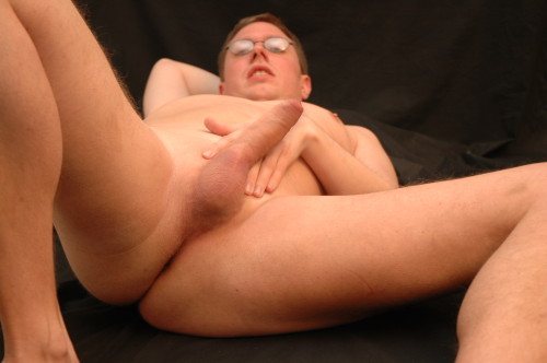tumblifier:  patheticfags:  i love it to be exposed, please catch me on cam4 also, contact me  Love to see more of this guy.