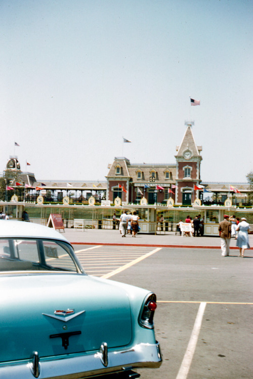 talkingincursive:  yourland:  Disneyland parking lot, 1956  Could you imagine? It's like parking to go to the grocery store.
