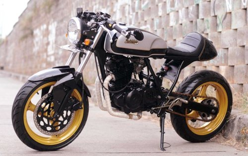 A custom Suzuki Thunder 250 from Studio Motor. They've reduced a lot of weight and added some modern wheels etc off a Cagiva Planet. Certainly looks the part.  Specification : Body Custom by STUDIO MOTOR Custom Bike Painting & Airbush by KOMET STUDIO Rims Cagiva Planet Front Tire Bridgestone Battlax BT92 110/70-17 Rear Tire Bridgestone Battlax BT92 160/60-17 Swing Arm Suzuki Bandit 400 Handel Bar Custom Headlight Yamaha Vixion Taillight & Sign Lamp Aftermarket Air Filter TDR Exhaust System Custom by JET HOT