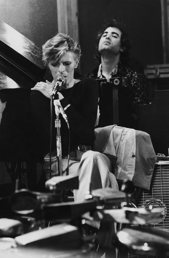 superseventies:  David Bowie in the studio.