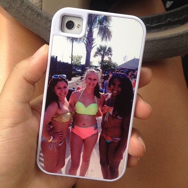 @aligravesxo iPhone case is so cute omg I can't even😍😍😘❤👭💛💜 #bestfriends #toogay #loveyou