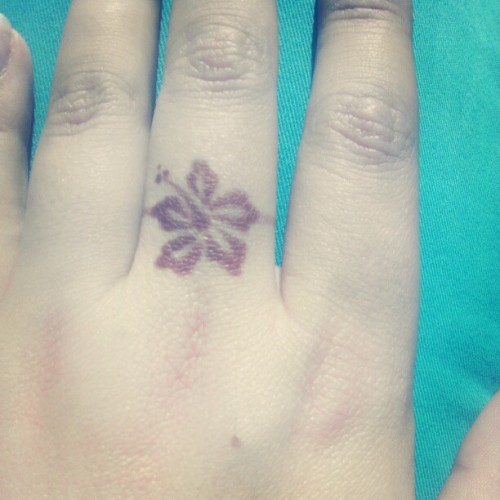 #hibiscus #henna #ring because you can take the girl from #paradise , but you can't take paradise from the girl. ;)  #beach #tropical #Florida