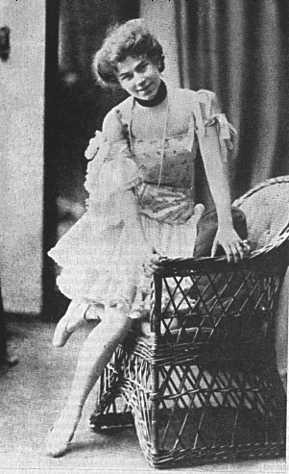 I just discovered that Gertrud Eysoldt was probably Ilse in the 1906 premiere of Spring Awakening. Here's a picture of her in another Wedekind role— Lulu.