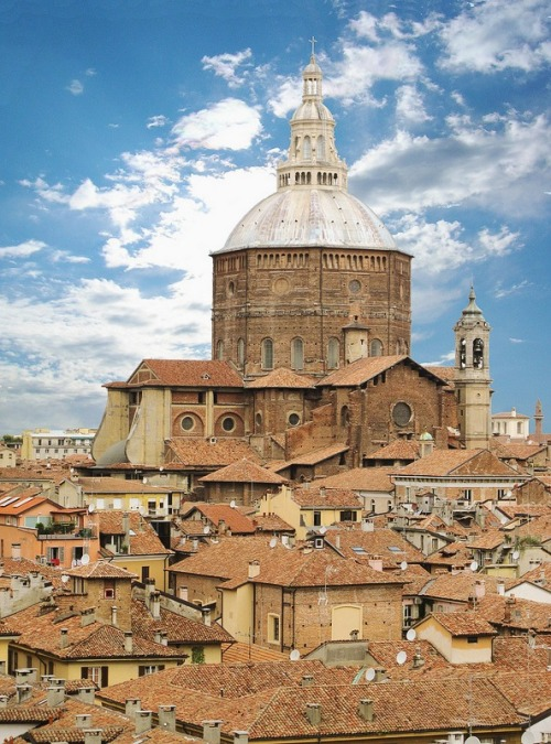 thegullible:  wanderlusteurope Pavia, Italy