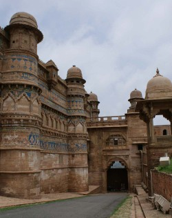 "swandiamondrose:  Entry to the Gwalior Fort from the Hathi Pol or ""Elephant door"", high arches of the door, allowed elephants to pass into the fort. [Big door!]"
