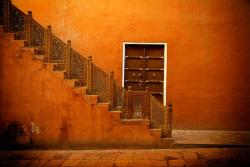 allasianflavours:  orange steps, house in Jaisalmer by MosaicPortrait