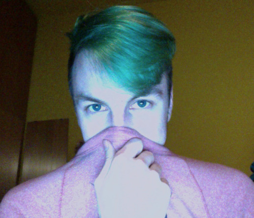 //MY_FIRST_SELFIE_ON_TUMBLR//BLU HAIR
